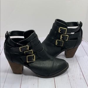 Mossimo black buckled healed boots